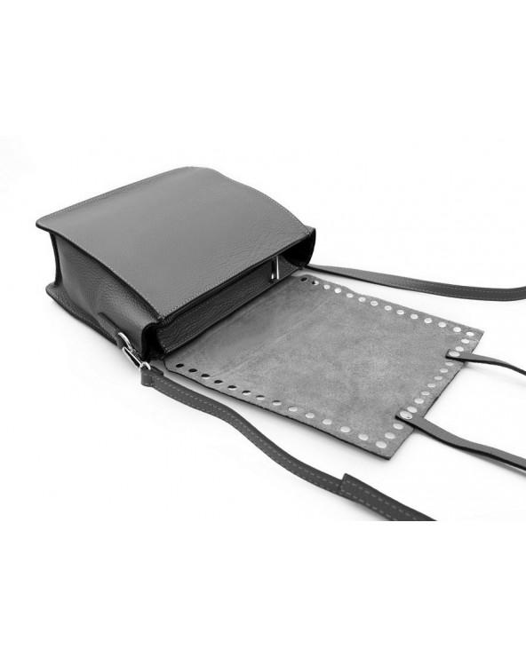 Włoska listonoszka z zamszową klapką z nitami czarna