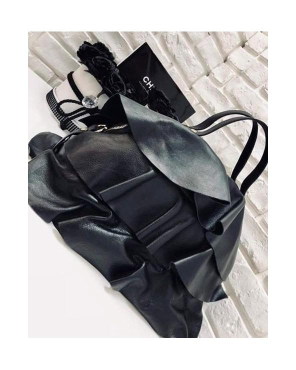 Włoska skórzana torba z falbanami czarna