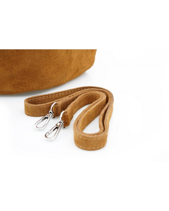 Włoska torebka zamszowy worek camel pasek