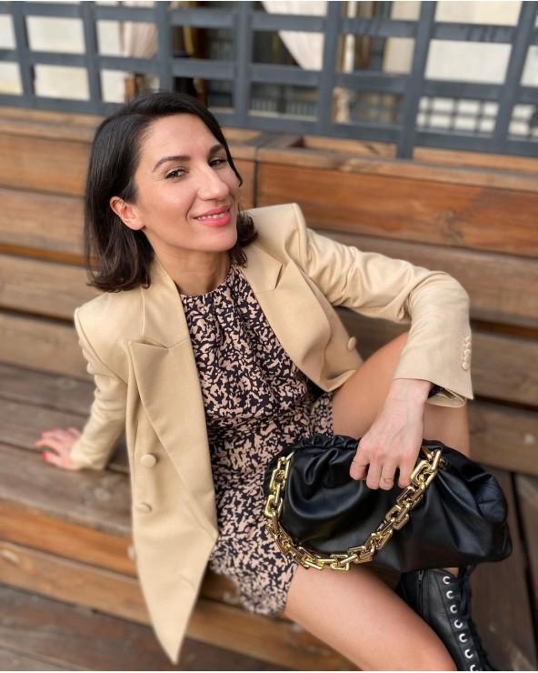 iwona ryszkowska stylistka z torebką