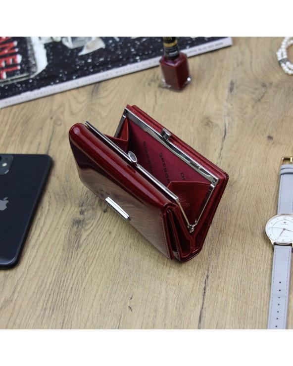 Damski portfel ze skóry naturalnej lakierowanej Gregorio czerwony wnetrze