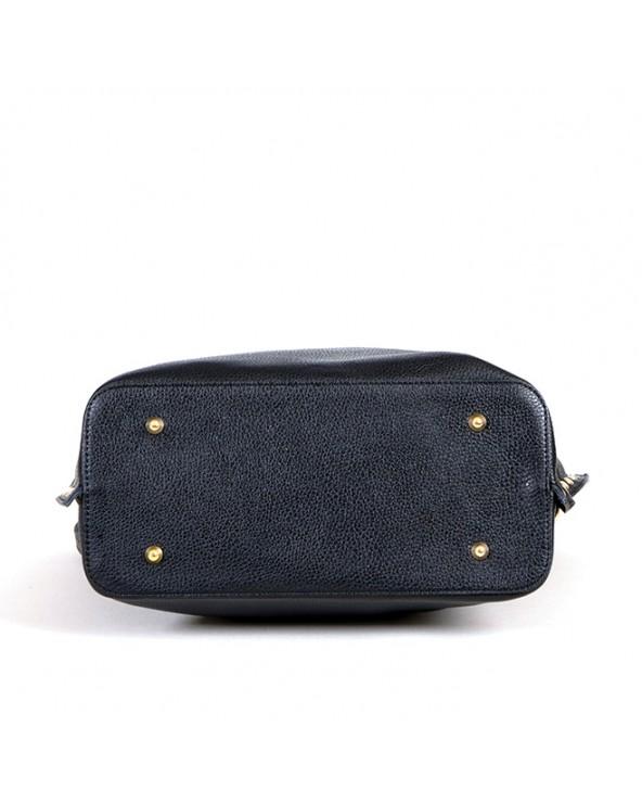 Skórzana torebka Laura Biaggi z nitami czarna spód