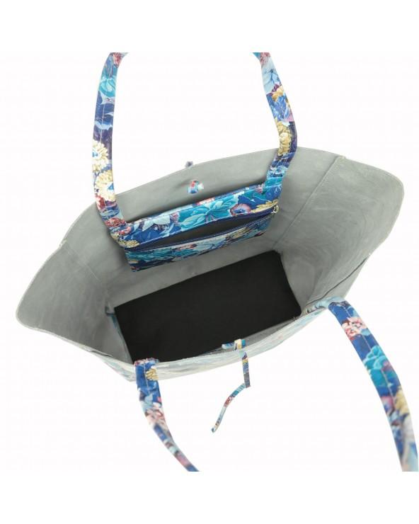 wnętrze torebki w niebieskie kwiaty