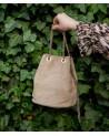 Mały zamszowy worek torebka z ćwiekami beżowa