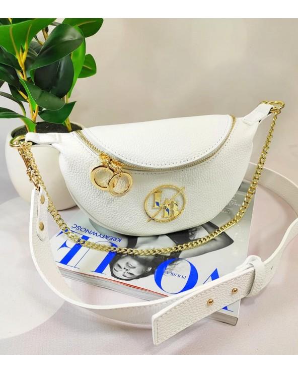 Saszetka nerka torebka Laura Biaggi z kółeczkami na szerokim pasku biała