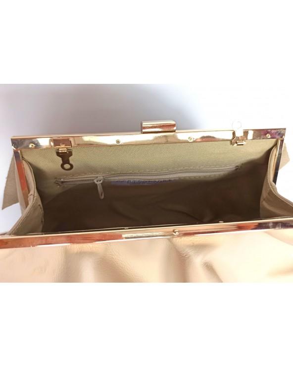 Skórzana kopertówka z falbanami na łańcuszku beżowa wnętrze